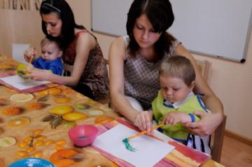 в творческой мастерской в детском клубе Оранж Беби