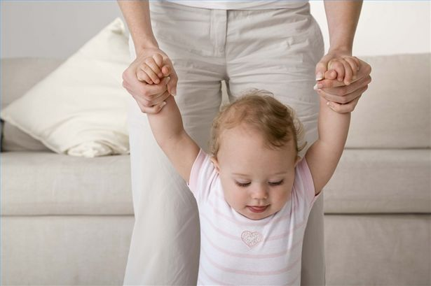 учим ходить малыша