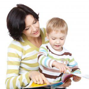 mom toddler boy reading 300x300 Развитие ребенка 3 4 года