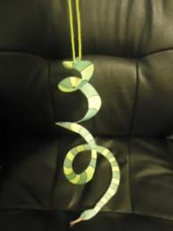 Как сделать змею из бумаги?