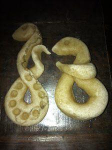 Делаем из соленого теста змею