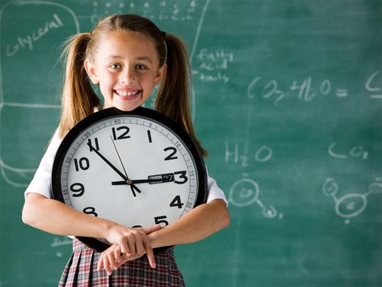 ребенок учит время