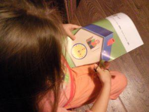 Учимся вырезать с помощью книги Кумон от издательства Манн, Иванов и Фербер