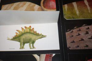 Страничка с клапанами из книги про динозавров от издательства Манн, Иванов и Фербер