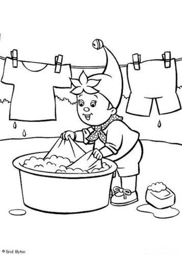 мальчик стирает одежду раскраска