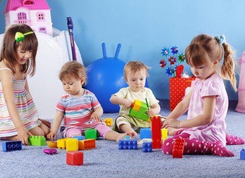 картинки дети играют в кубики7