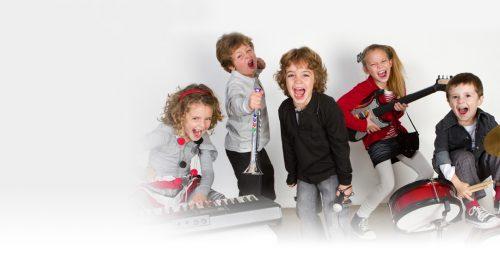 дети учат ноты и поют