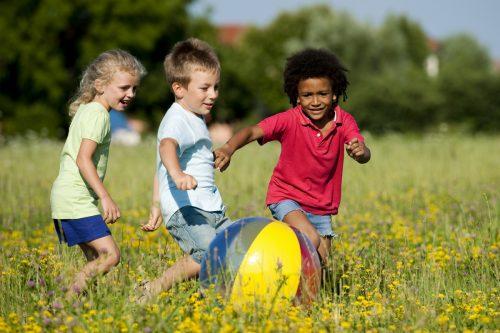картинки дети играют в мяч