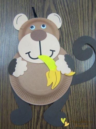 обезьянка из тарелок поделка