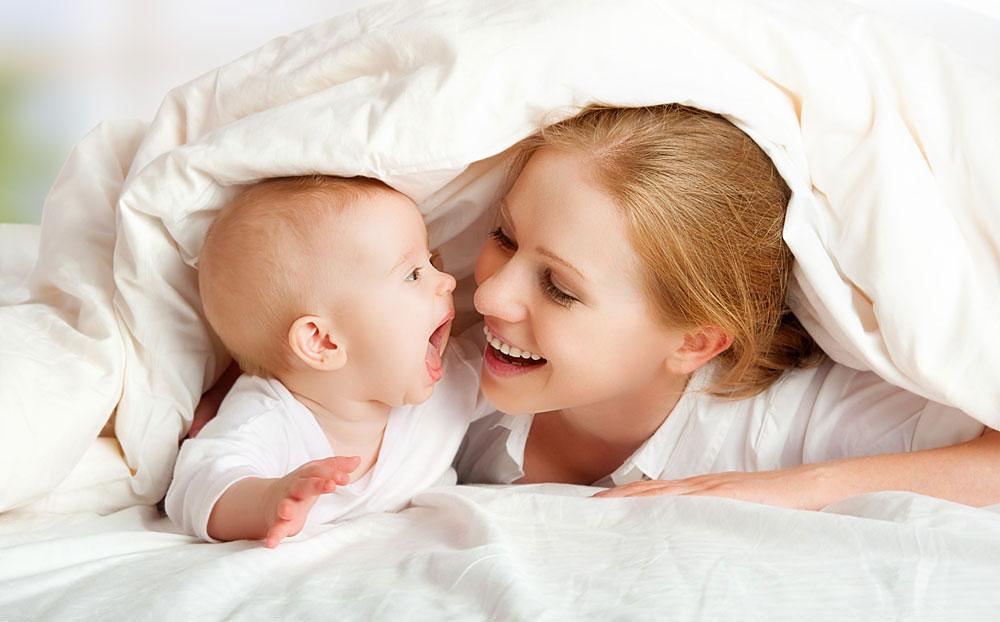 мама разбудила малыша