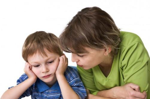 мама говорит с сыном подростком
