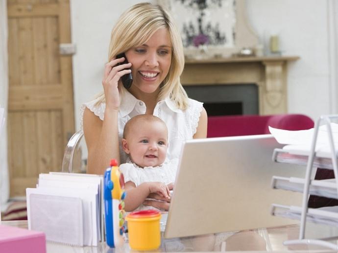 мама с ребенком считают пособие