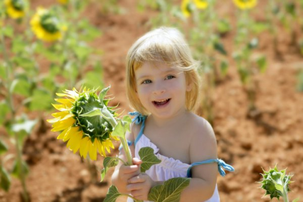 Картинки малыш гуляет летом