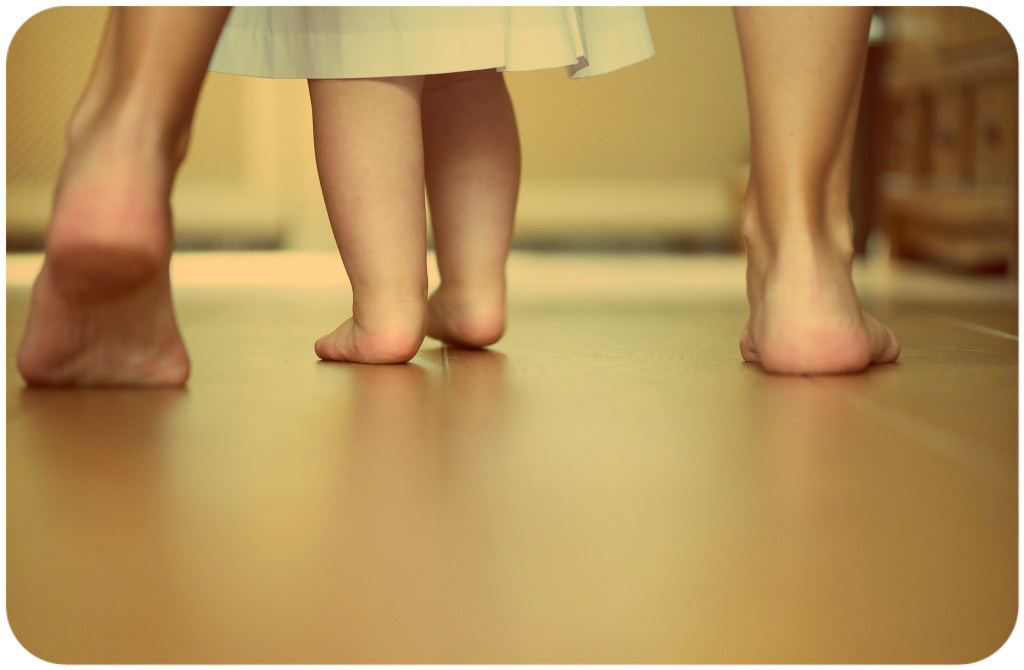 ребенок начинает ходить самостоятельно