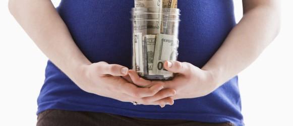 беременная с деньгами