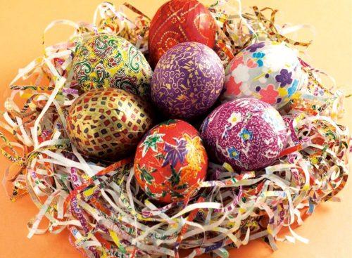 раскрашиваем яйца с детьми2