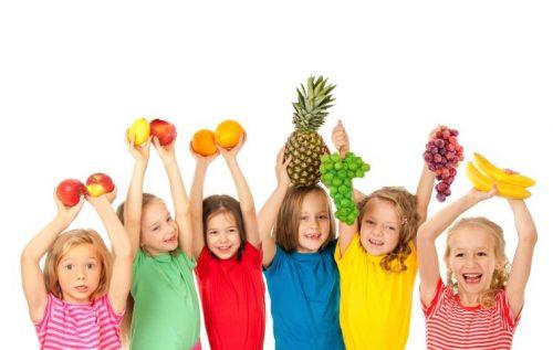 дети и фрукты