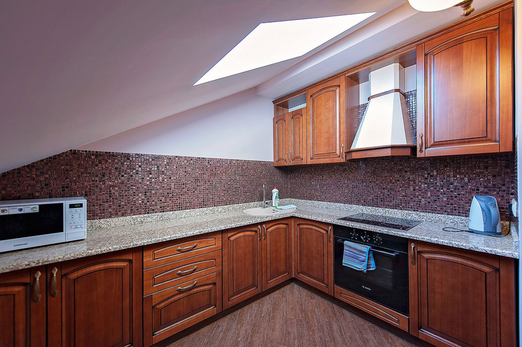 Кухня в апартаментах на 4 чел в Аврора СПА